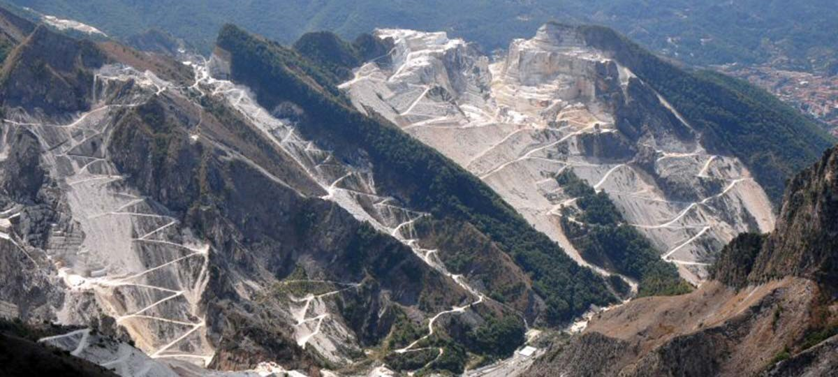 A VISIT TO THE QUARRIES IN CARRARA